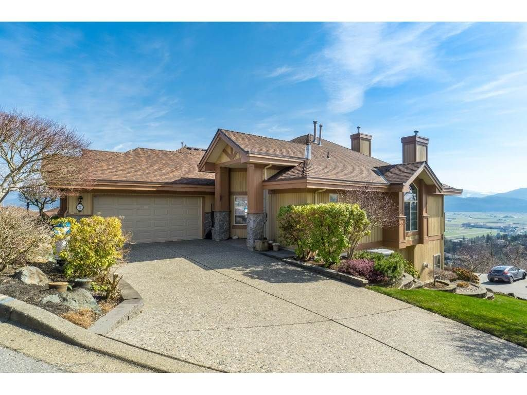 """Main Photo: 22 35931 EMPRESS Drive in Abbotsford: Abbotsford East Townhouse for sale in """"Majestic Heights"""" : MLS®# R2446986"""