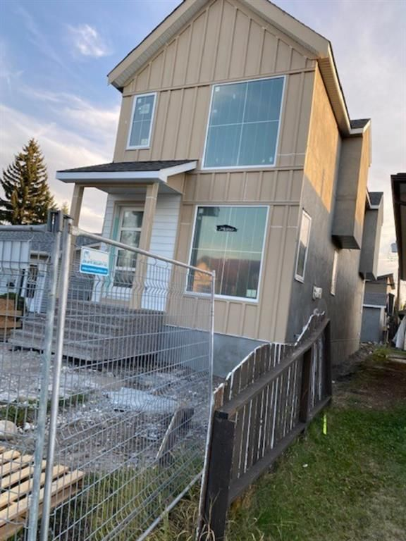 Main Photo: 4627 B 72 Street NW in Calgary: Bowness Detached for sale : MLS®# A1143545