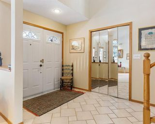 Photo 3: 75 SILVERSTONE Road NW in Calgary: Silver Springs Detached for sale : MLS®# C4287056