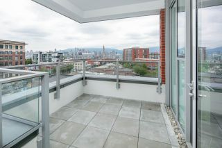 Photo 2: 501 2508 WATSON Street in Vancouver: Mount Pleasant VE Condo for sale (Vancouver East)  : MLS®# R2395213