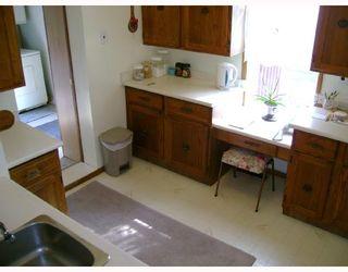 Photo 3: 477 BROOKLYN Street in WINNIPEG: St James Residential for sale (West Winnipeg)  : MLS®# 2818059