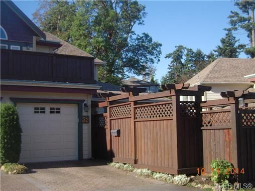 Main Photo: 32 108 Aldersmith Pl in VICTORIA: VR Glentana Row/Townhouse for sale (View Royal)  : MLS®# 686482