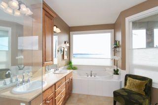 Photo 11: 14825 PROSPECT AVENUE: White Rock House for sale (South Surrey White Rock)  : MLS®# R2434299