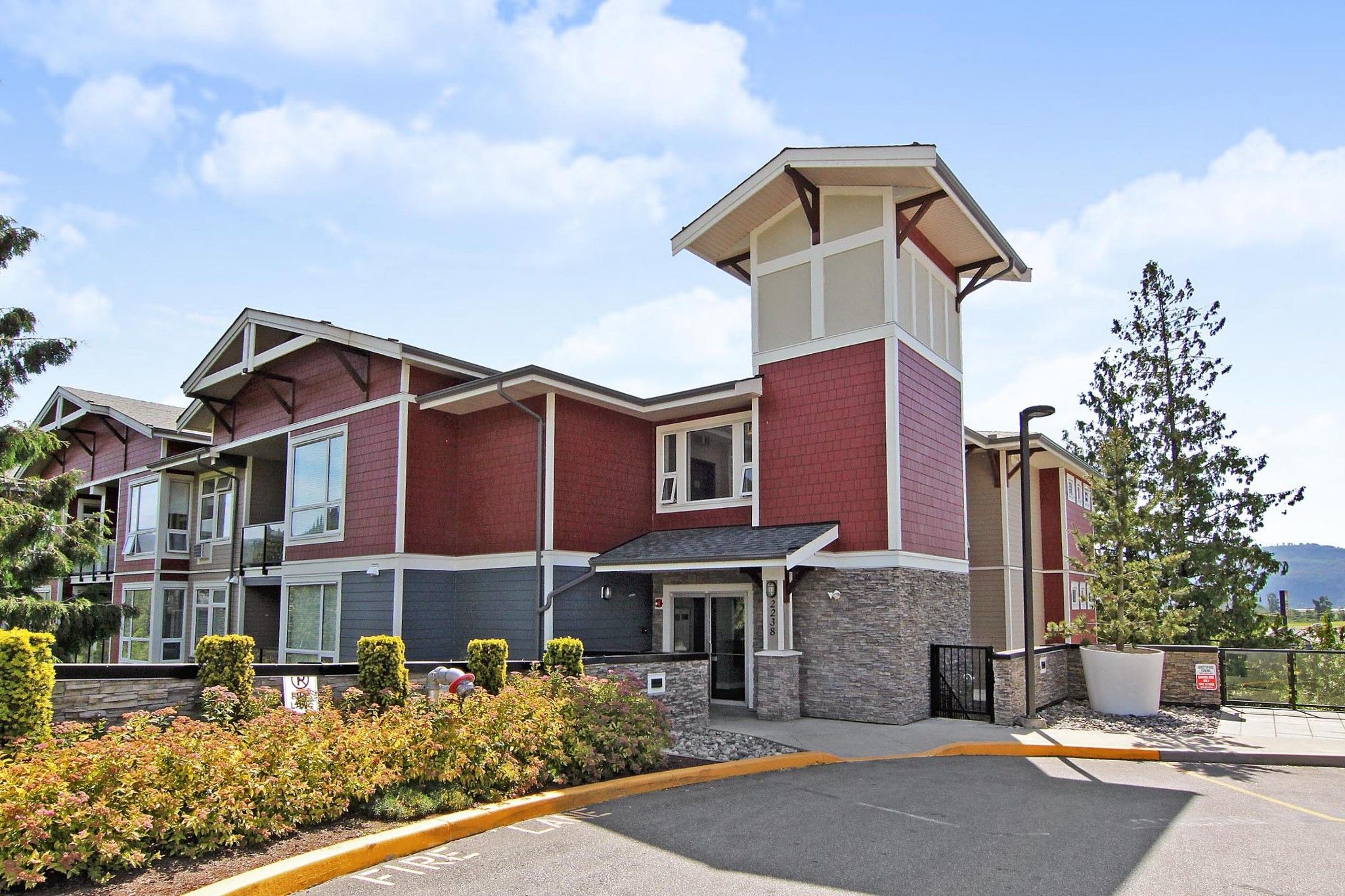 """Main Photo: 104 2238 WHATCOM Road in Abbotsford: Abbotsford East Condo for sale in """"Waterleaf"""" : MLS®# R2378509"""