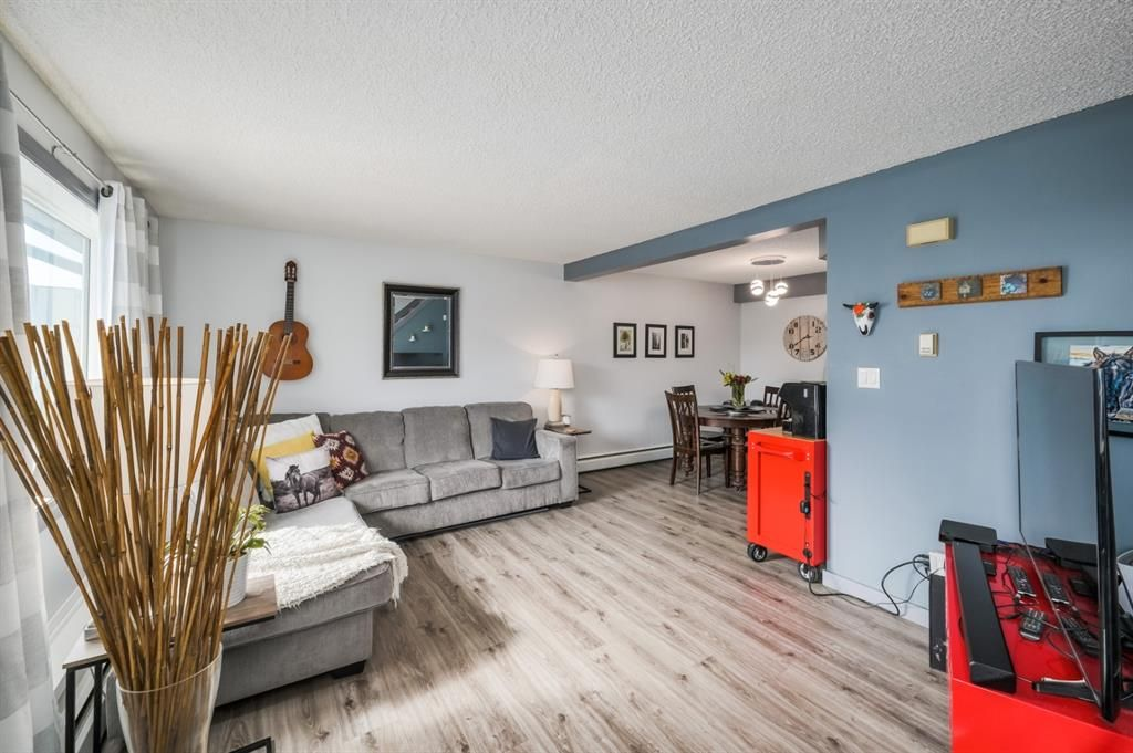 Main Photo: 142 3809 45 Street SW in Calgary: Glenbrook Row/Townhouse for sale : MLS®# A1087380