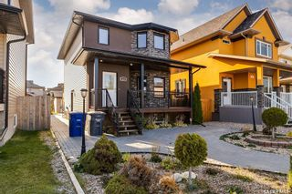 Photo 1: 819 Willowgrove Crescent in Saskatoon: Willowgrove Residential for sale : MLS®# SK852564