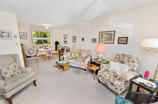Photo 3: 201 9717 Third St in Sidney: Si Sidney South-East Condo for sale : MLS®# 884173