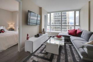 """Photo 7: 1202 833 SEYMOUR Street in Vancouver: Downtown VW Condo for sale in """"CAPITOL RESIDENCES"""" (Vancouver West)  : MLS®# R2066603"""