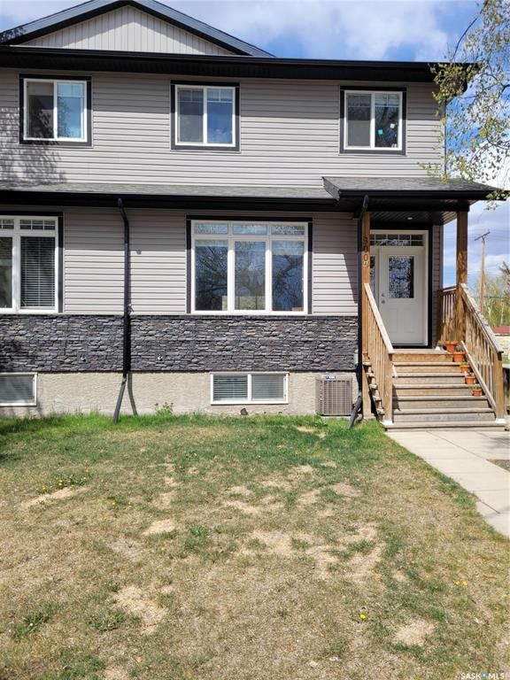 Main Photo: 300A 111th Street West in Saskatoon: Sutherland Residential for sale : MLS®# SK855231