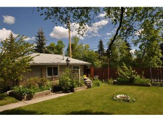 Photo 3: 80 GLAMORGAN Drive SW in Calgary: Glamorgan House for sale : MLS®# C4015454