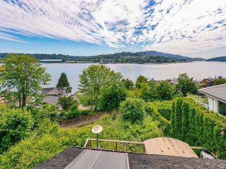 Photo 4: 940 IOCO Road in Port Moody: Barber Street House for sale : MLS®# R2597427