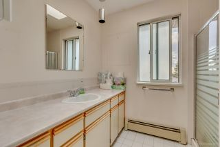 Photo 15: 950 W 57TH Avenue in Vancouver: South Cambie House for sale (Vancouver West)  : MLS®# R2233368