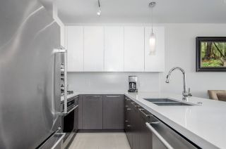"""Photo 4: 911 271 FRANCIS Way in New Westminster: Fraserview NW Condo for sale in """"Parkside at Victoria Hill"""" : MLS®# R2232863"""