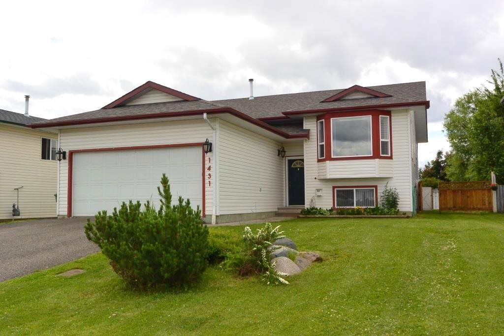"Main Photo: 1431 DRIFTWOOD Crescent in Smithers: Smithers - Town House for sale in ""Silverking"" (Smithers And Area (Zone 54))  : MLS®# R2381628"