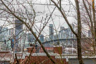 Photo 18: 201 1550 MARINER WALK in Vancouver: False Creek Condo for sale (Vancouver West)  : MLS®# R2245004