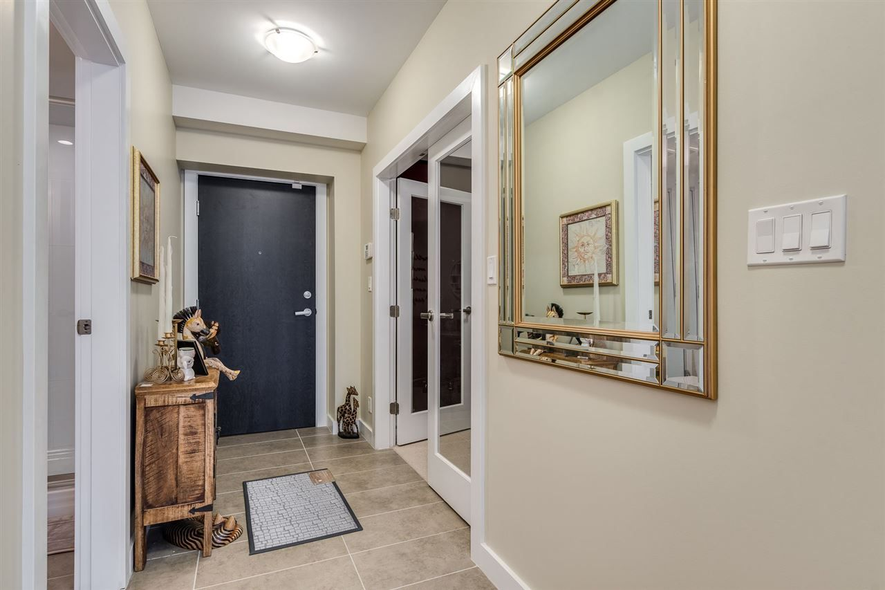 """Photo 4: Photos: 204 301 CAPILANO Road in Port Moody: Port Moody Centre Condo for sale in """"The Residences"""" : MLS®# R2474301"""