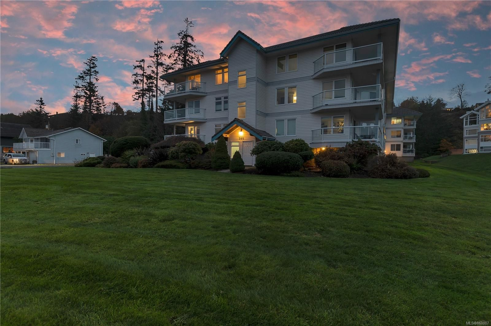 Main Photo: 216 390 S Island Hwy in : CR Campbell River South Condo for sale (Campbell River)  : MLS®# 860007