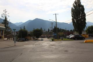 Photo 3: 1006 8TH AVENUE in Invermere: House for sale : MLS®# 2460047
