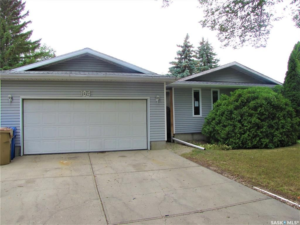 Main Photo: 104 Dryburgh Crescent in Regina: Walsh Acres Residential for sale : MLS®# SK867585