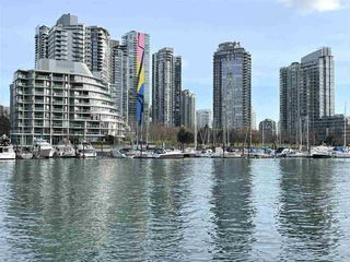 """Main Photo: 1001 628 KINGHORNE Mews in Vancouver: Yaletown Condo for sale in """"SILVER SEA"""" (Vancouver West)  : MLS®# R2510572"""