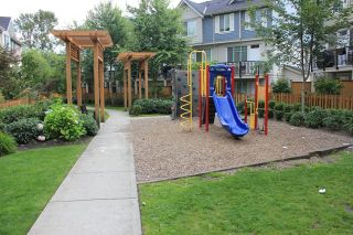"""Photo 8: 3 15399 GUILDFORD Drive in Surrey: Guildford Townhouse for sale in """"GUILDFORD GREEN"""" (North Surrey)  : MLS®# R2095624"""