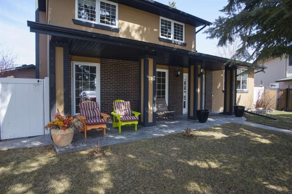 Main Photo: 28 Parkwood Rise SE in Calgary: Parkland Detached for sale : MLS®# A1091754