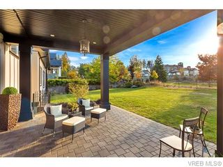 Photo 10: 2038 Troon Crt in VICTORIA: La Bear Mountain House for sale (Langford)  : MLS®# 742556