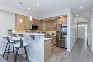 Photo 9: 2213 Echo Valley Rise in : La Bear Mountain Row/Townhouse for sale (Langford)  : MLS®# 869448