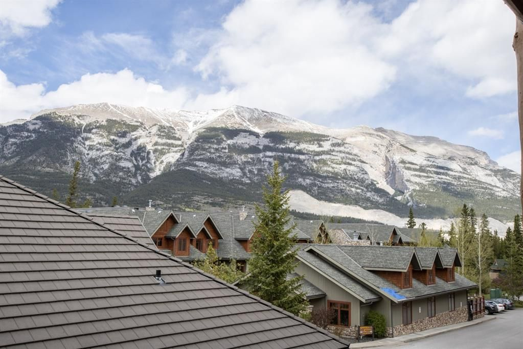 Main Photo: 204 155 Crossbow Place: Canmore Apartment for sale : MLS®# A1113750