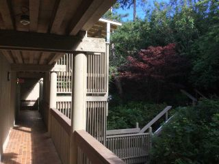 Photo 4: 403 15025 VICTORIA AVENUE: White Rock Condo for sale (South Surrey White Rock)  : MLS®# R2073112