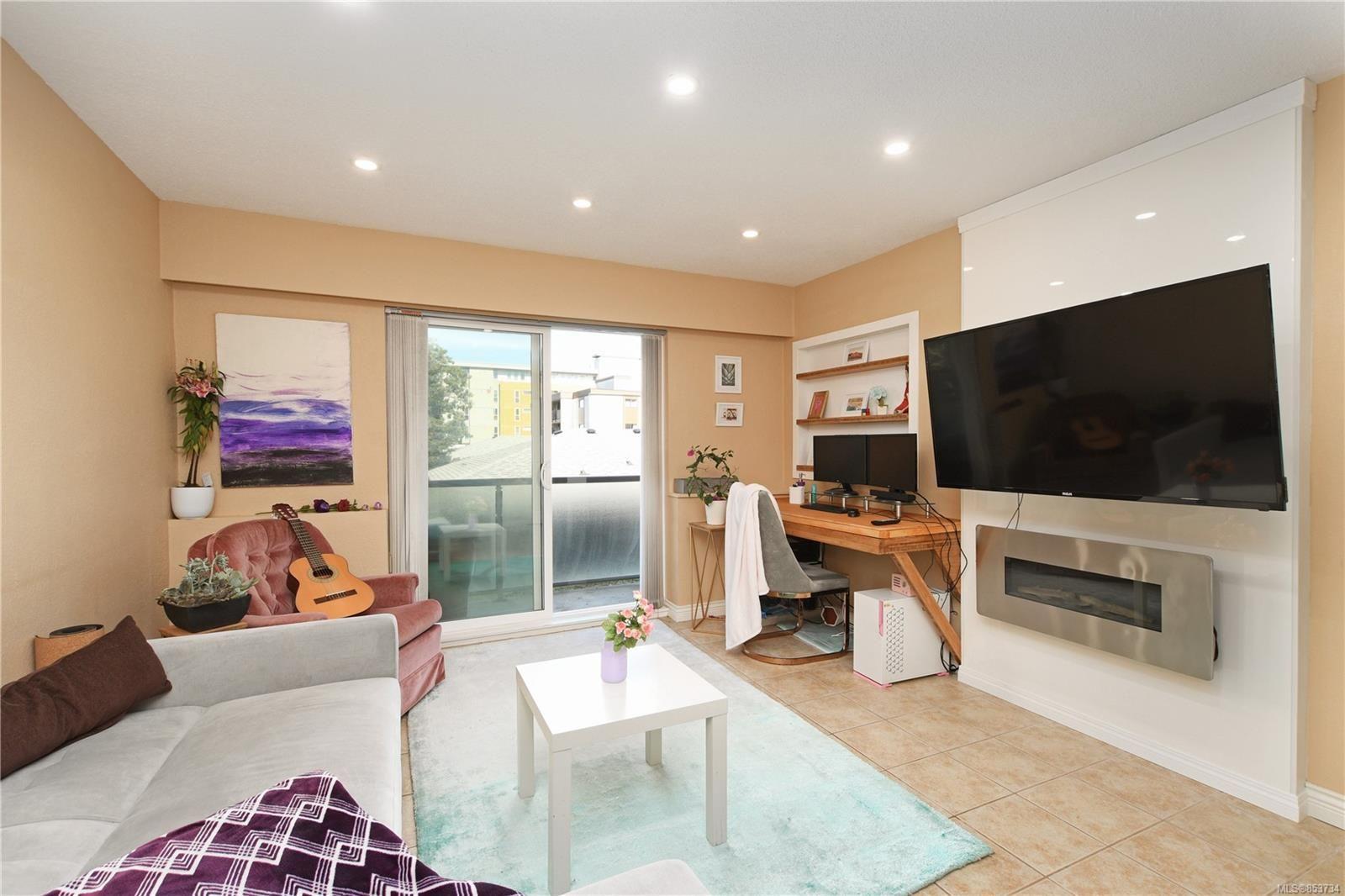 Main Photo: 12 848 Esquimalt Rd in : Es Old Esquimalt Condo for sale (Esquimalt)  : MLS®# 853734