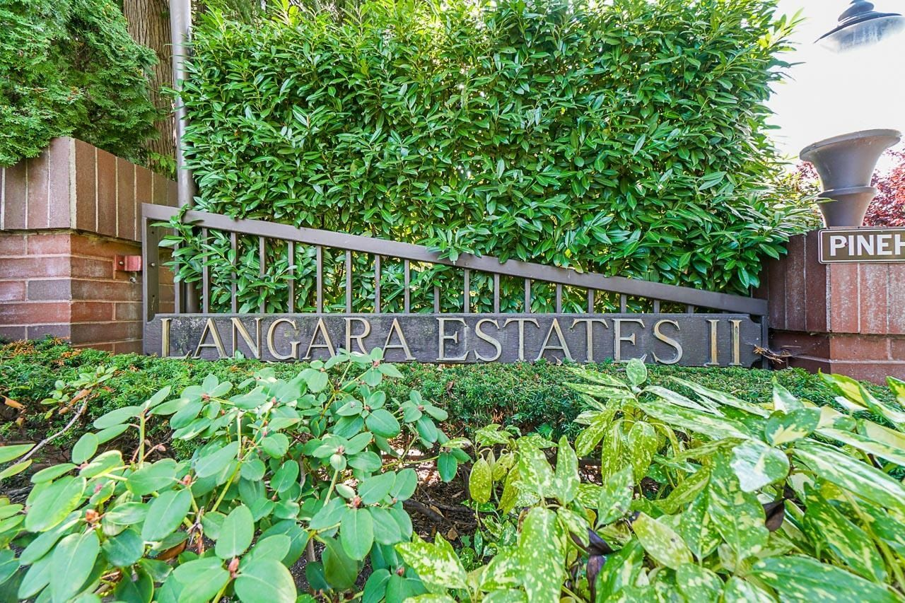 """Main Photo: 6590 PINEHURST Drive in Vancouver: South Cambie Townhouse for sale in """"Langara Estates"""" (Vancouver West)  : MLS®# R2617175"""