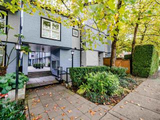 "Photo 2: 13 888 W 16TH Avenue in Vancouver: Fairview VW Townhouse for sale in ""LAUREL MEWS"" (Vancouver West)  : MLS®# R2510599"