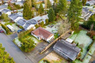 """Photo 12: 5858 172A Street in Surrey: Cloverdale BC House for sale in """"Cloverdale"""" (Cloverdale)  : MLS®# R2432052"""