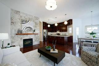 Photo 2: 76 Douglas Glen Heights SE in Calgary: Douglasdale/Glen Detached for sale : MLS®# A1042549
