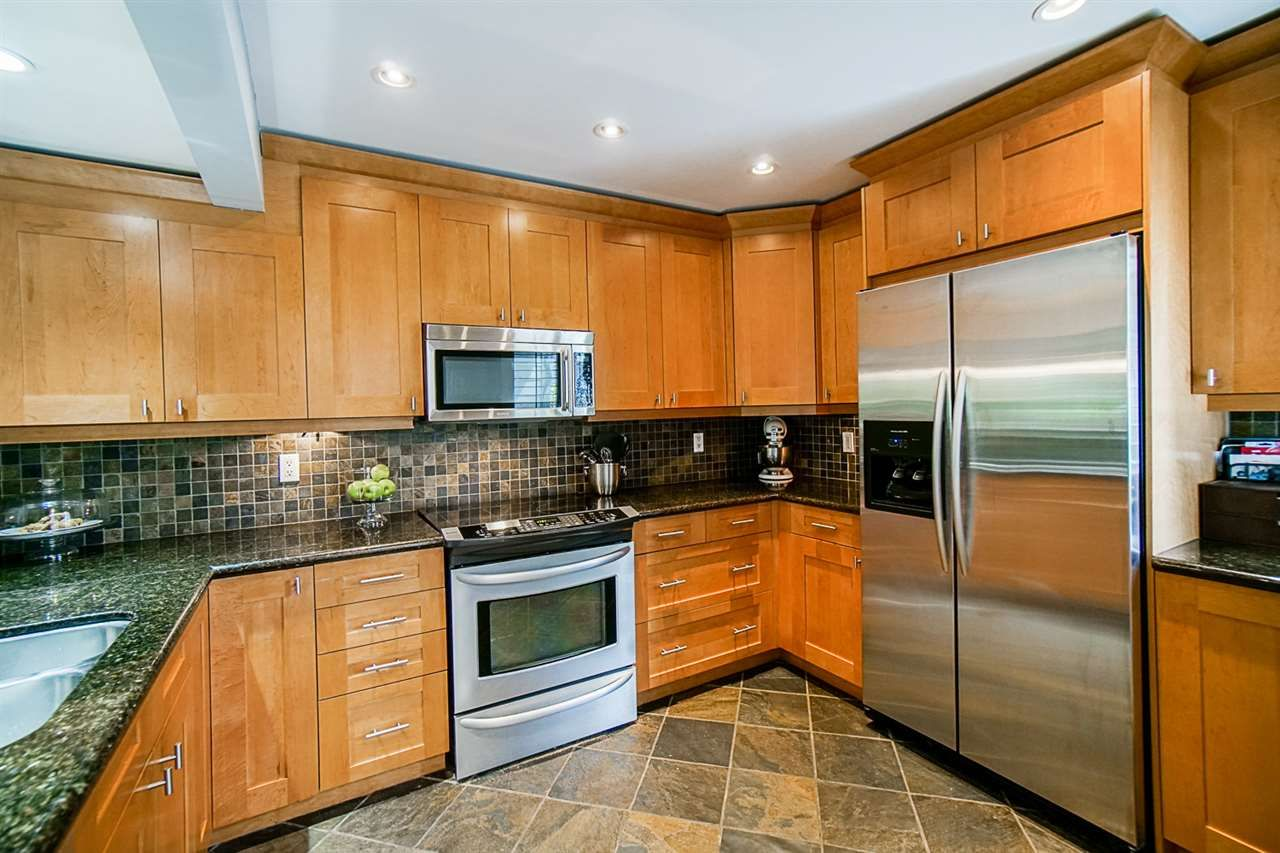 """Photo 10: Photos: 1 1960 RUFUS Drive in North Vancouver: Westlynn Townhouse for sale in """"Mountain Estates"""" : MLS®# R2487288"""