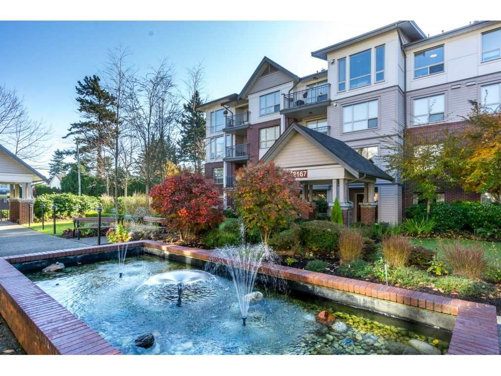 "Main Photo: 401 2167 152 Street in Surrey: Sunnyside Park Surrey Condo for sale in ""Muirfield Gardens"" (South Surrey White Rock)  : MLS®# R2217590"