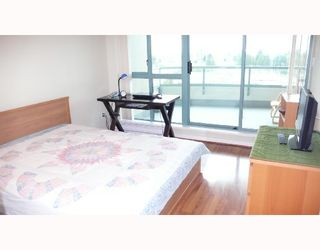 """Photo 4: 902 6659 SOUTHOAKS Crescent in Burnaby: Middlegate BS Condo for sale in """"GEMINI II"""" (Burnaby South)  : MLS®# V684659"""