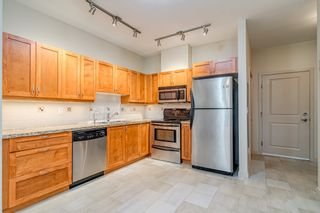 """Photo 2: 106 2511 KING GEORGE Boulevard in Surrey: King George Corridor Condo for sale in """"PACIFICA RETIREMENT RESORT"""" (South Surrey White Rock)  : MLS®# R2388617"""