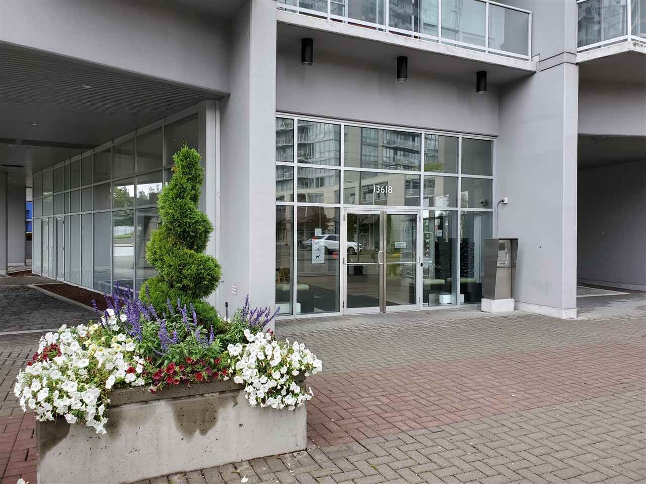 """Main Photo: 401 13618 100 Avenue in Surrey: Whalley Condo for sale in """"INFINITY TOWERS"""" (North Surrey)  : MLS®# R2501888"""