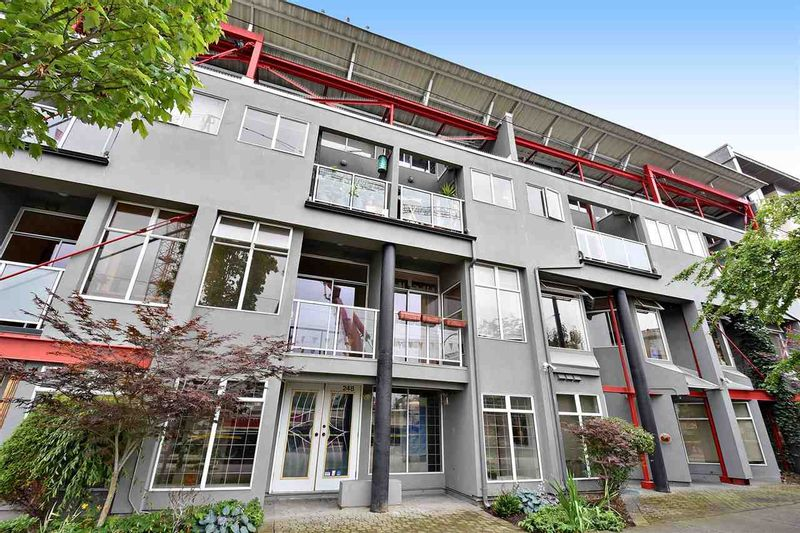 FEATURED LISTING: U3 - 238 10TH Avenue East Vancouver