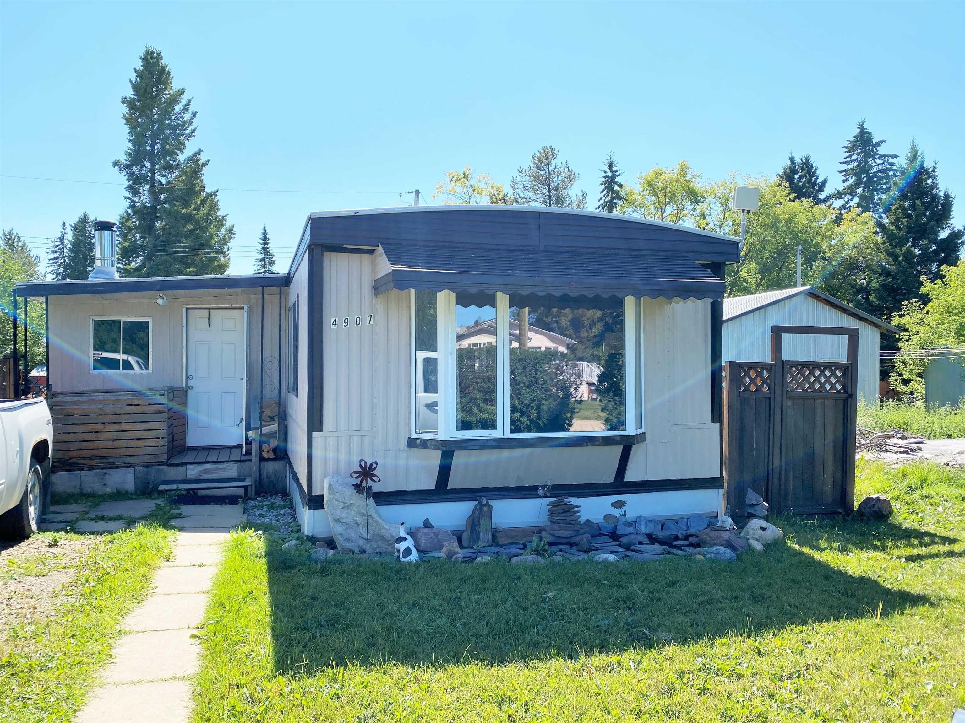 Main Photo: 4907 52 Avenue: Breton House for sale : MLS®# E4260303