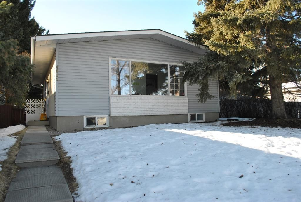 Main Photo: 4811 Vienna Drive NW in Calgary: Varsity Detached for sale : MLS®# A1061126