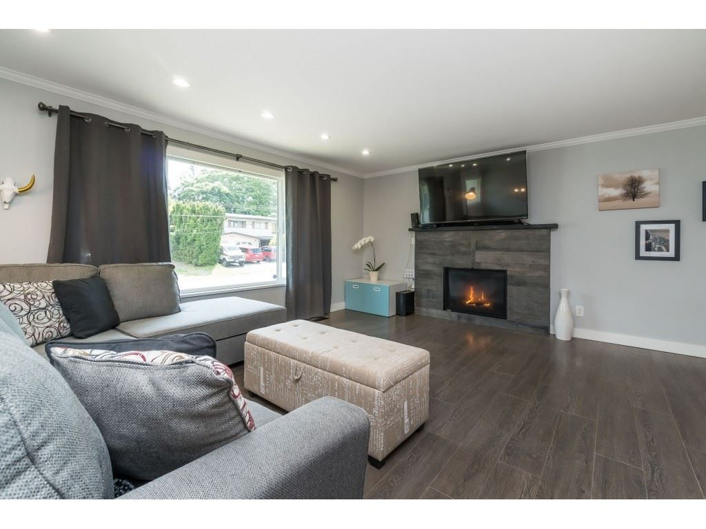 """Photo 4: Photos: 2669 VALEMONT Crescent in Abbotsford: Abbotsford West House for sale in """"West Clearbrook"""" : MLS®# R2460646"""