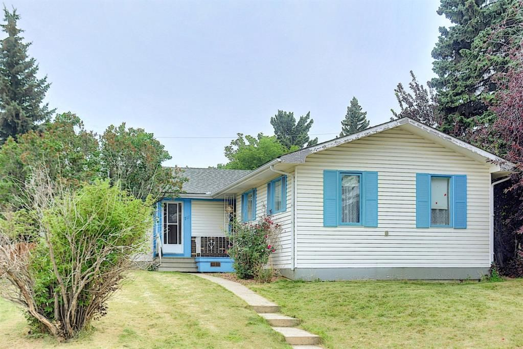 Main Photo: 711 Hunts Place NW in Calgary: Huntington Hills Detached for sale : MLS®# A1131631