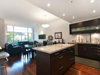 Photo 3: 2404 PINE ST in Vancouver: Fairview VW Condo for sale (Vancouver West)  : MLS®# V1004538