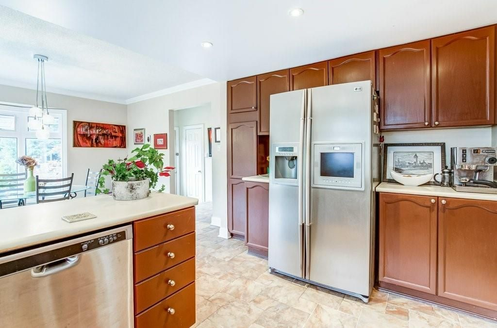 Photo 5: Photos: 23 HARBOUR Drive in Stoney Creek: Residential for sale : MLS®# H4086318