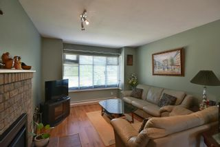 Photo 2: 1039 ROSAMUND Road in Gibsons: Gibsons & Area House for sale (Sunshine Coast)  : MLS®# R2615886