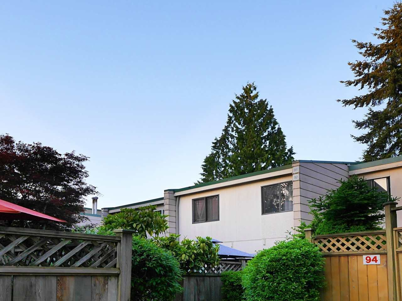 """Photo 1: Photos: 92 10505 153 Street in Surrey: Guildford Townhouse for sale in """"Guildford Mews"""" (North Surrey)  : MLS®# R2519248"""