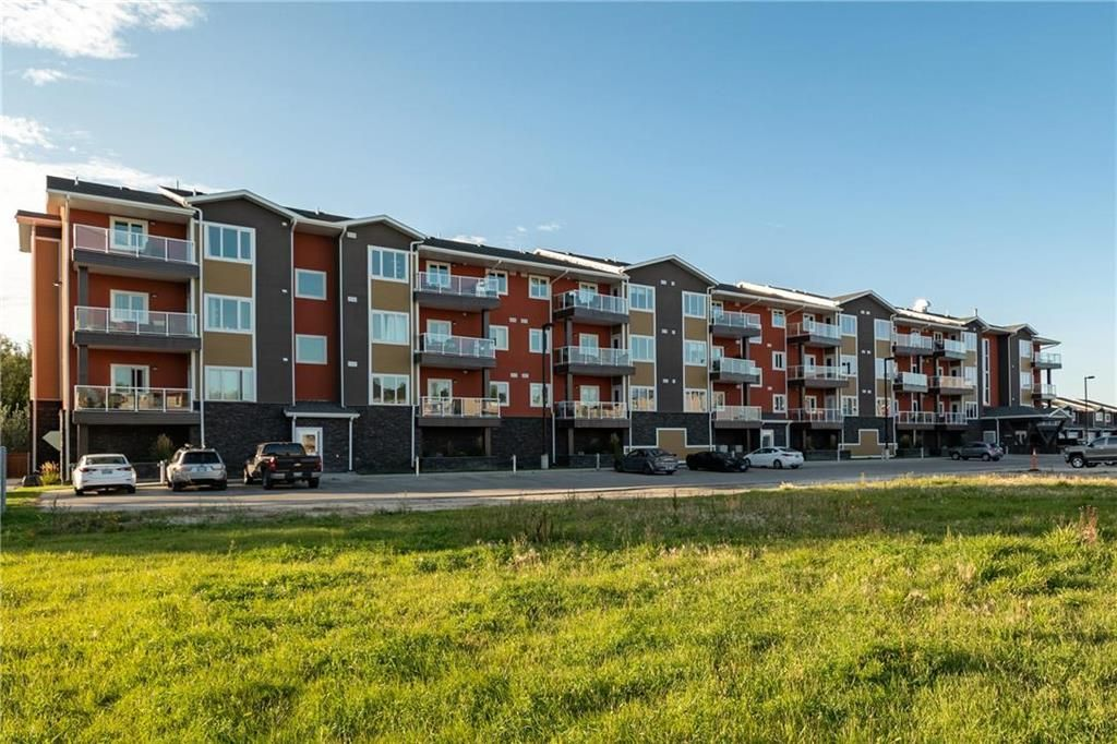 Main Photo: 413 902 Headmaster Row in Winnipeg: Algonquin Estates Condominium for sale (3H)  : MLS®# 202108862